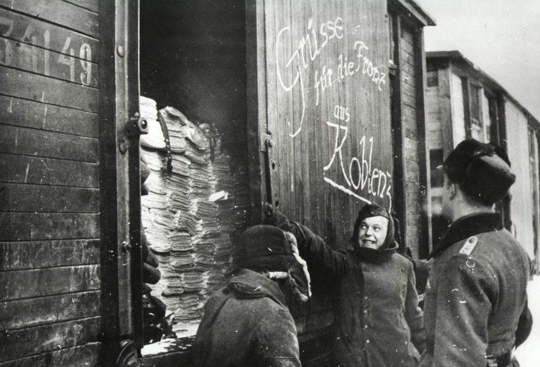 Железнодорожная станция. Весна 1942 г.