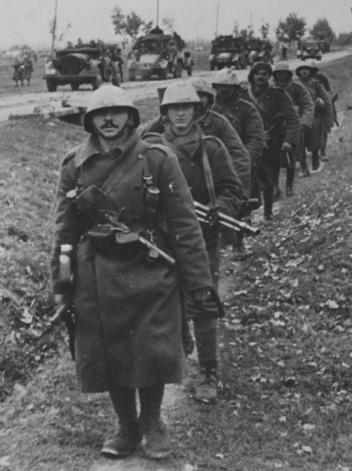 Румынская пехота на марше. Восточный фронт. 1942 г.