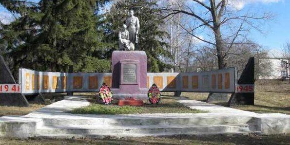 с. Мокрушино Беловского р-на. Памятник, установленный на братской могиле, в которой похоронено 4 советских воинов, в т.ч. 2 неизвестных, погибших в марте 1943 г.