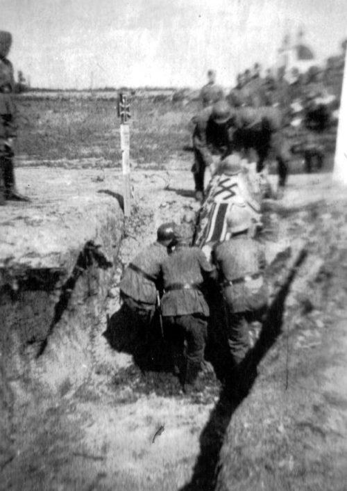 Похороны немецкого офицера. 1942 г.