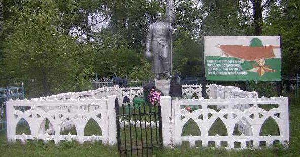 с. Глазово Конышёвский район. Памятник, установленный в 1950 году на братской могиле, в которой захоронено 29 советских воинов, в т.ч. 1 неизвестный.