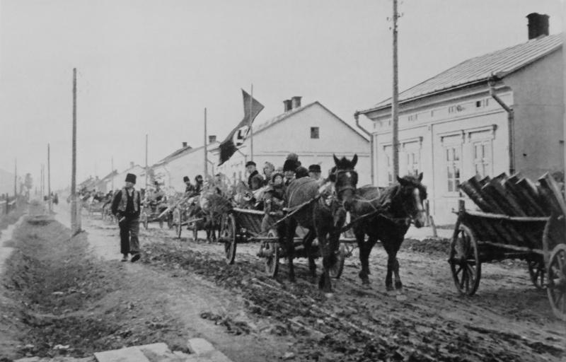 Немецкие переселенцы из Буковины направляются в Германию. Декабрь 1940 г.