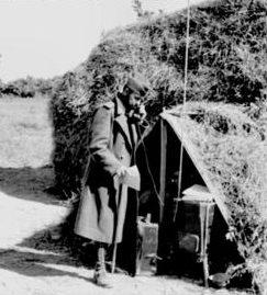 Румынский солдат у радиостанции. 1942 г.