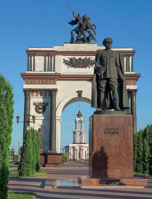 Памятник маршалу Г.К. Жукову. Скульпторы В.И. Бартенев и И.А. Минин.