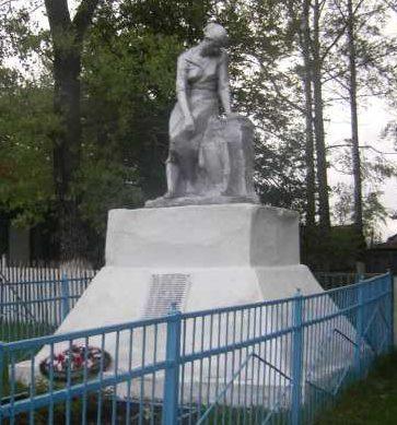 с. Захарково Конышёвского р-на. Памятник, установленный в 1962 году на братской могиле, в которой захоронено 17 советских воинов, погибших в феврале 1943 г.