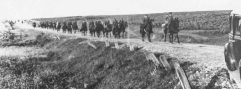Советские кавалеристы на марше в Бессарабии. Июль 1940 г.
