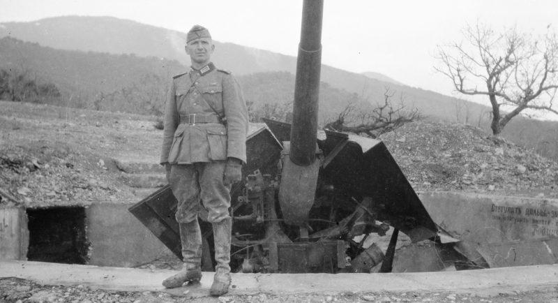 Немецкие артиллеристы на позициях под Новороссийском. Сентябрь 1942 г.