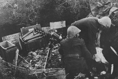 Позиция 81-мм миномета. Крым. 1942 г.