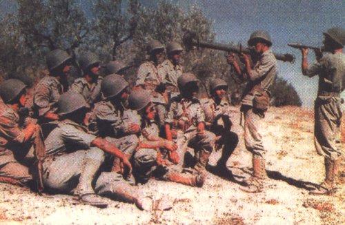Обучение гранатометчиков. Италия, 1944 г.