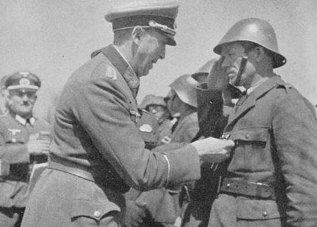 Награждение горных стрелков 1-й горной дивизии. Севастополь. 1942 г.