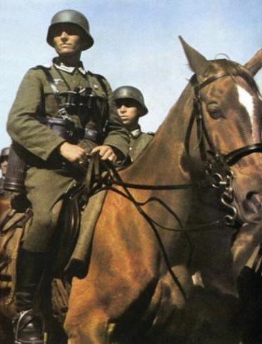 Немецкие кавалеристы на учениях. 1939 г.