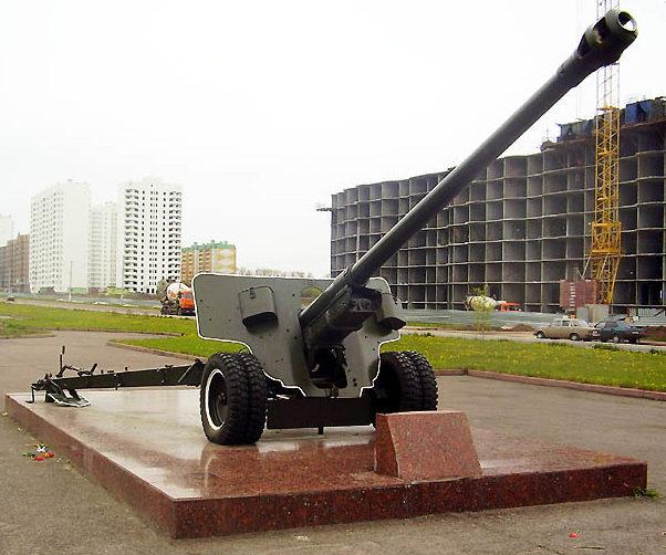 Памятник-пушка калибром 100-мм.