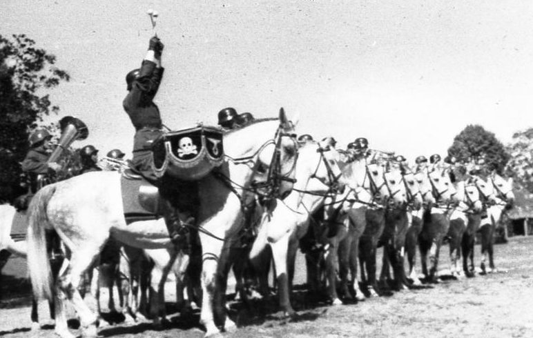 Барабанщик оркестра немецкой кавалерийской части. 1939 г.