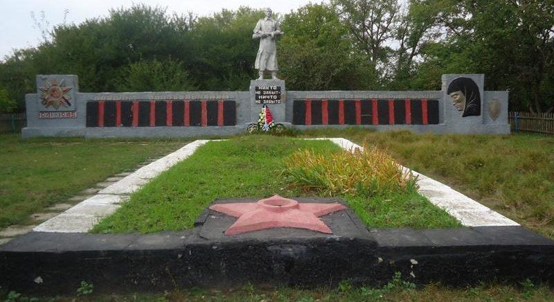 с. Извеково Большесолдатского р-на. Мемориал советским воинам.