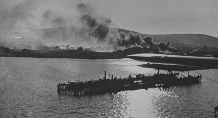 Вид с немецкого самолета на пожары на окраине Новороссийска. 1942 г.