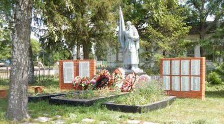 с. Рыбинские Буды Обоянского р-на. Памятник, установленный в 1961 году на братской могиле, в которой захоронено 168 советских воинов, в т.ч. 114 неизвестных.