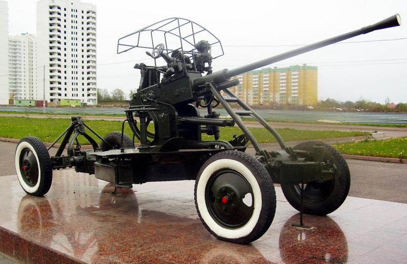 Памятник – зенитная 37-мм пушка.