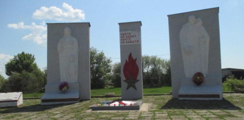 с. Сторожевое Большесолдатского р-на. Мемориал памяти войнам-односельчанам.