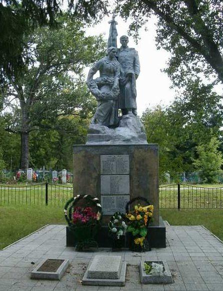 с. Беседино Курского р-на. Памятник, установленный в 1950 году на братской могиле, в которой похоронено 52 советских воина, в т.ч. 14 неизвестных, погибших в марте 1943 г.