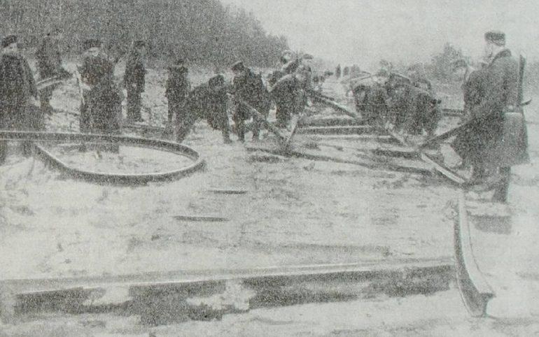 Партизаны 1-й Бобруйской бригады на выполнении боевого задания. 1943 г.