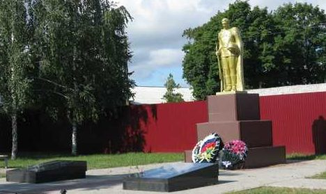 с. Дьяконово Октябрьского р-на. Памятник, установленный на братской могиле, в которой захоронено 46 советских воинов, в т.ч. 17 неизвестных.