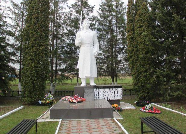 с. Беседино Курского р-на. Памятник, установленный на братской могиле, в которой похоронены советские воины.