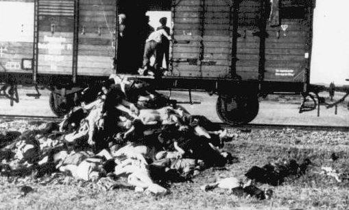 Тела евреев, погибшие во время транспортировки из Ясс в концлагерь. Июнь 1941 г.