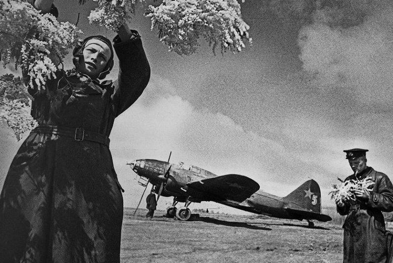 Весна на советском аэродроме под Новороссийском. 1943 г.