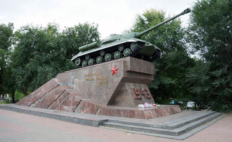 Памятник знак - танк ИС-3.