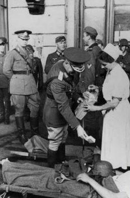 Маршал Антонеску в полевом госпитале. Бессарабия, 2 июля 1941 г.