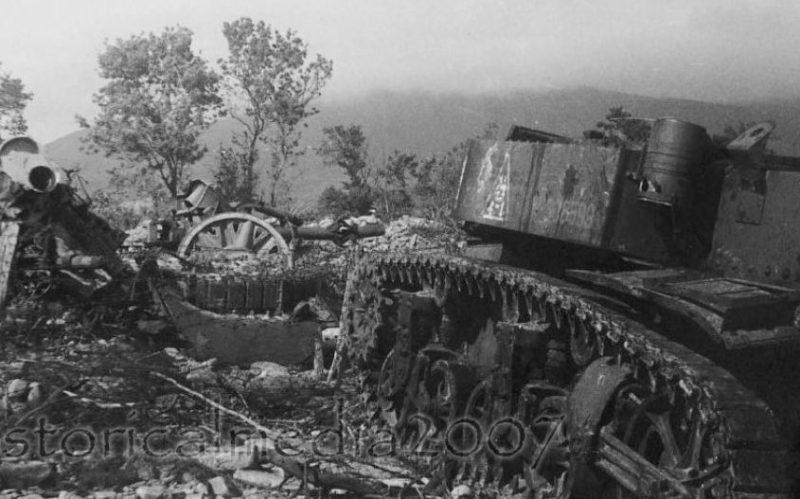 Подбитые танки под Новороссийском. 1943 г.