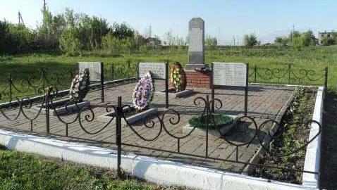 д. Горяйново Поныровского р-на. Обелиск, установленный в 1953 году на братской могиле, в которой захоронено 20 советских воинов.