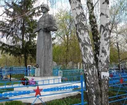 с. Ноздрачево Курского р-на. Памятник, установленный в 1978 году на братской могиле, в которой похоронено 7 советских воинов.