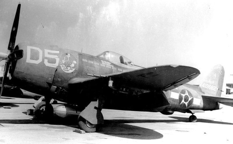Истребитель-бомбардировщик P-47 бразильского авиаотряда в Италии.1944 г.