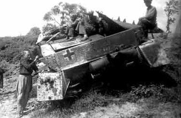 Колонна 9-й немецкой армии, уничтоженная советскими штурмовиками у Бобруйска. Июль 1944 г.