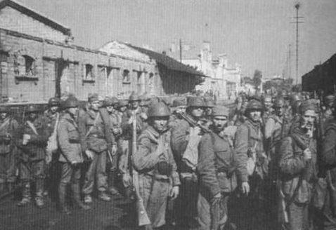 Румынская пехота в Кишиневе. 12 августа 1941г.