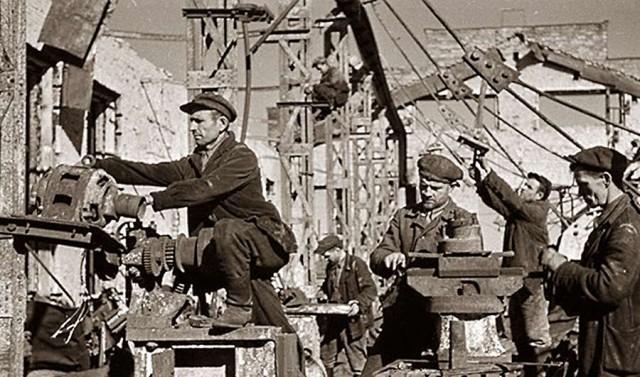 Восстановление промышленности города. 1944 г.