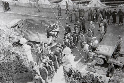 Итальянские военнопленные, захваченные бразильцами. Италия, октябрь 1944 г.