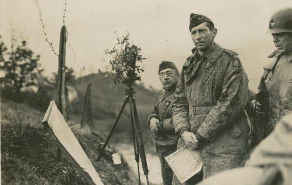 Генерал-лейтенант Кларк и бразильский генерал Маскарен на передовой. Италия, 30 ноября 1944 г.