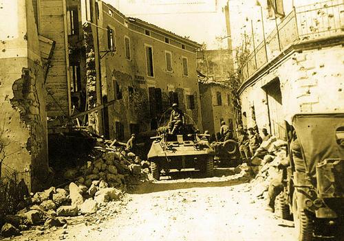 Бразильские войска в Монтезе. Италия, 1945 г.