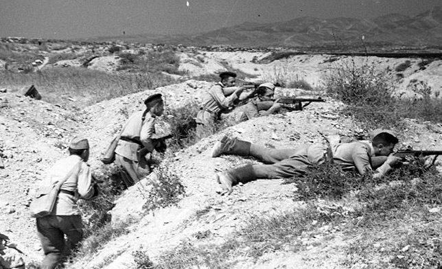 Морские пехотинцы из отряда Цезаря Куникова у поселка Станичка возле Новороссийска. 1943 г.
