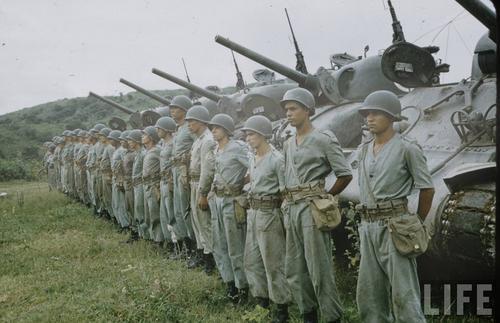 Бразильские танки M4 «Sherman» и их экипажи. Италия, 1945 г.