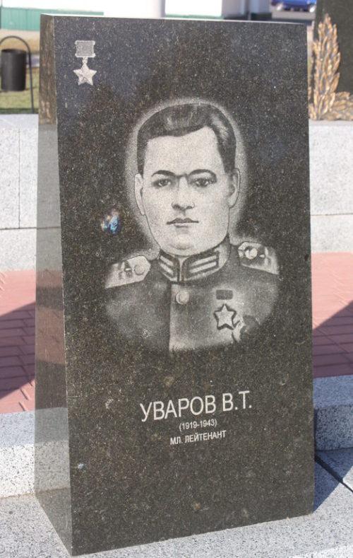 Памятники на Алее Героев.