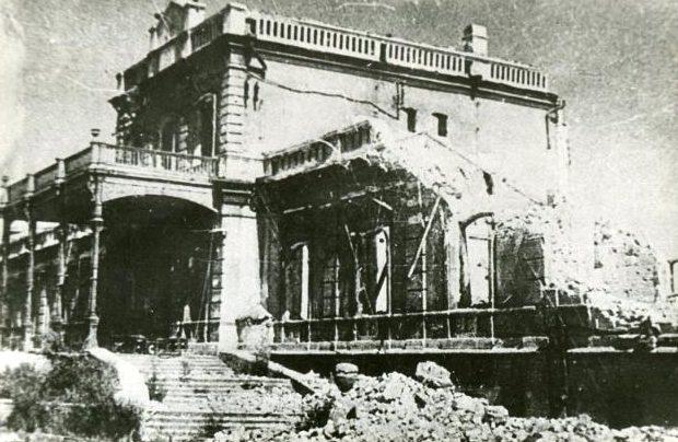 Разрушенное здание железнодорожного вокзала. Август 1943 г.