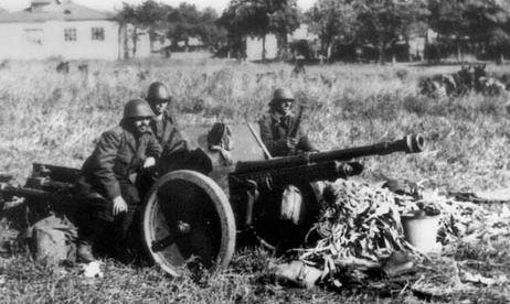Расчет противотанкового орудия. Усатово, 17 октября 1941 г.