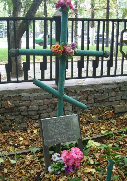 Братская могила мирных жителей погибших в первую бомбежку Курска.