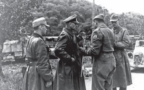 Генерал Отто Фреттер Пико капитулирует со 148-й дивизией бразильским войскам. 30 апреля 1945 г.