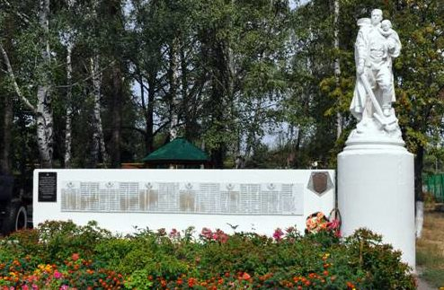 п. Поныри. Памятник Воину-освободителю на привокзальной площади, установленный в 1955 году на братской могиле, в которой захоронен 2001 советский воин, в т.ч. 1619 неизвестных, воевавших в составе 15-й, 81-й, 307-й, 3-й, 4-й гвардейских воздушно-десантных дивизий 13-й армии.