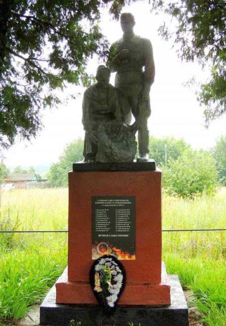 с. Вышние Деревеньки Льговского р-на. Памятник павшим воинам в боях за освобождение села в 1943 г.