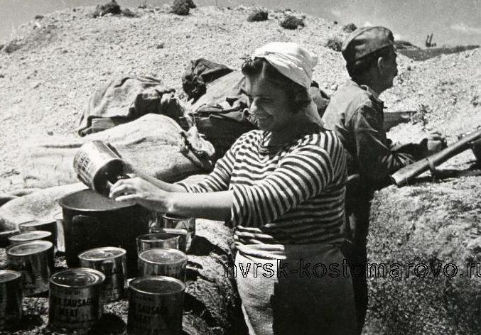 Рядовая 255-й бригады морской пехоты А. Белашова на «Малой земле». 1943 г.